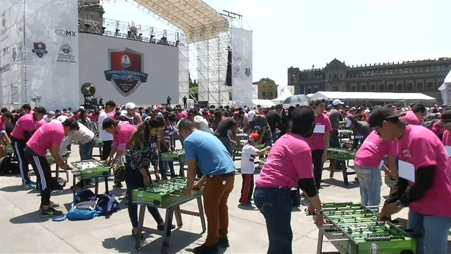 Récord Guiness en México: 1.083 personas jugando al futbolín de manera simultánea