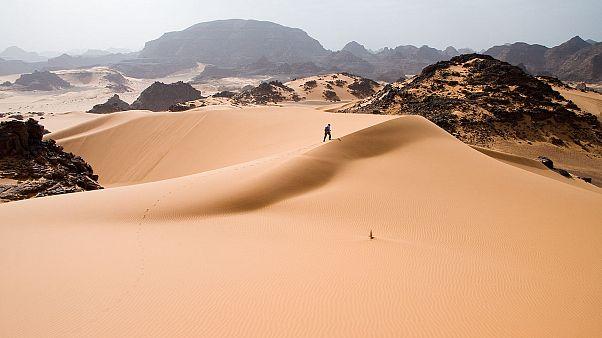 Algéria kiutasított bevándorlók ezreit hagyja magára a Szaharában