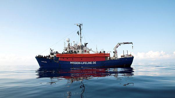 Navires et migrants plongés dans l'attente