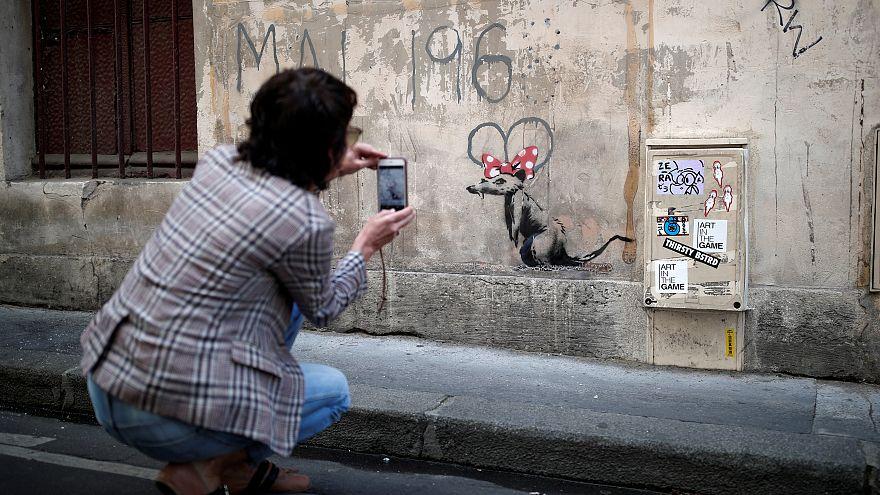 أعمال بانكسي تظهر في باريس.. وإحداها تتعرض للإتلاف