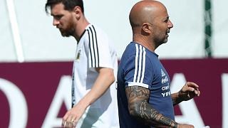 Argentina se encomienda a San Messi para pasar a octavos