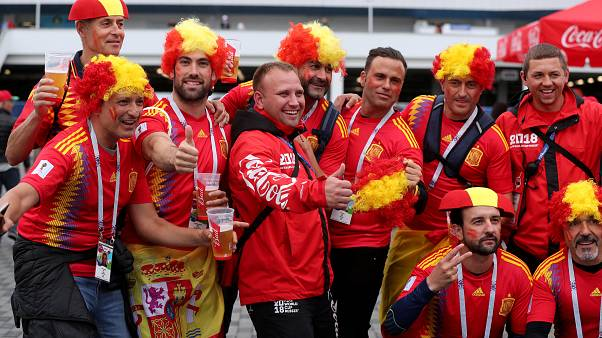 Fas maçı öncesi İspanyol taraftarlar