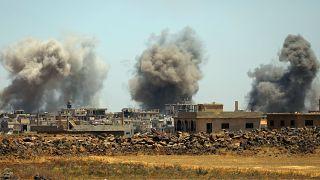 Suriye ordusu muhalifleri, İsrail ise Şam havaalanını vurdu
