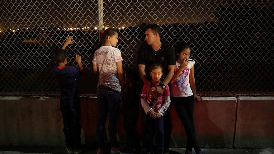الآباء المهاجرين غير الشرعيين لن يحاكموا مؤقتا في أمريكا