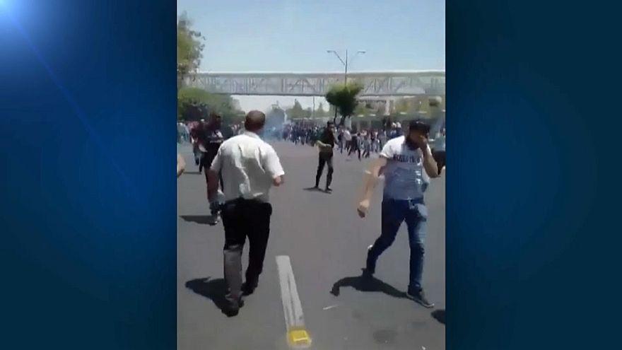 Курс риала падает - иранцы протестуют