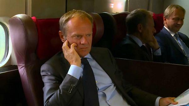 Tusk prende il treno e cerca in extremis un accordo sui migranti...