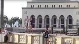 ماليزيا تمنع السياح من دخول مسجد بسبب الرقص