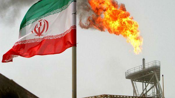 Στους δρόμους οι Ιρανοί για το...ριάλ!