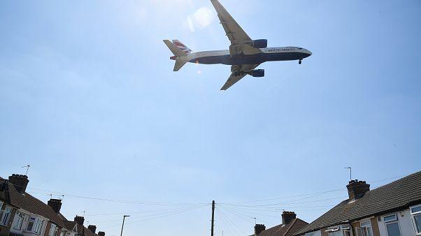 Heathrow: Umstrittener Flughafenausbau beschlossen