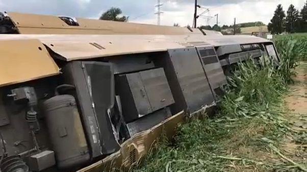 Kisiklott egy osztrák vonat, két vagon felborult