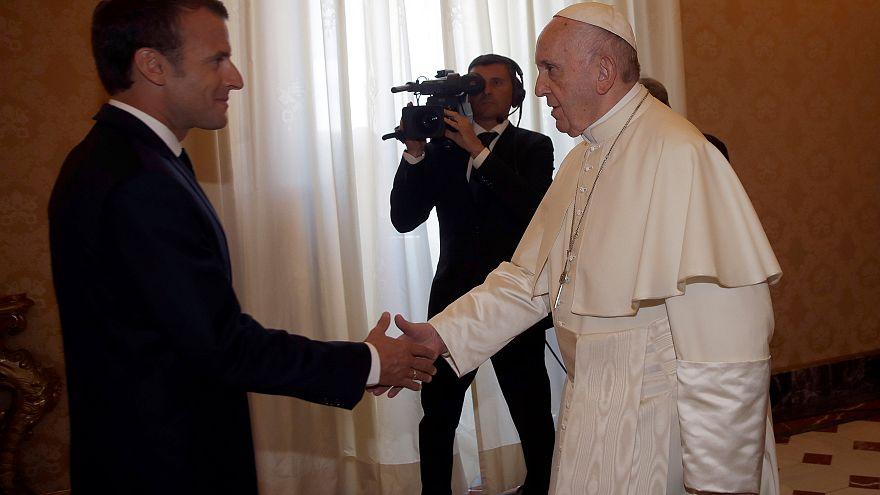 الرئيس الفرنسي ماكرون والبابا فرانسيس