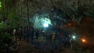 Piégés dans une grotte thaïlandaise inondée