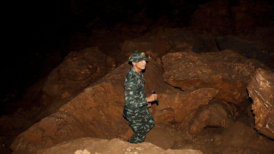 Terceiro dia de buscas pelos jovens tailandeses desaparecidos numa gruta