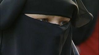 Pays-Bas : interdiction limitée de la burqa