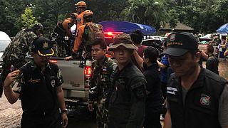 عملیات امداد و نجات برای نجات تیم فوتبال گرفتار در غاری در تایلند