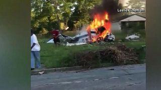 Junger Mann rettet sich aus brennendem Flugzeug nach Absturz