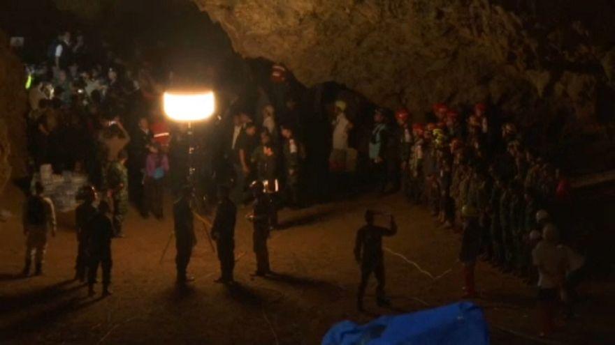 В Таиланде разыскивают пропавших в пещере школьников