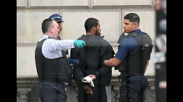 شاهد: الشرطة البريطانية تلقي القبض على متهم بالعمل لصالح حركة طالبان