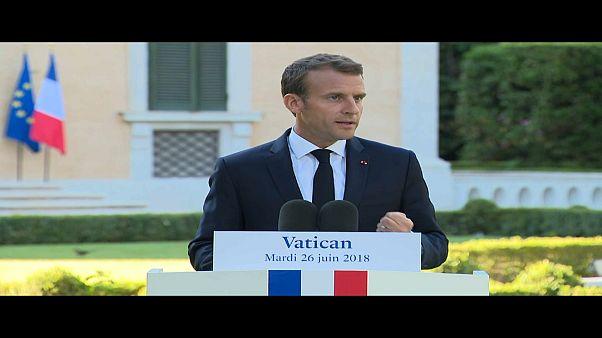 La visita di Macron al Papa e la scottante questione dei migranti