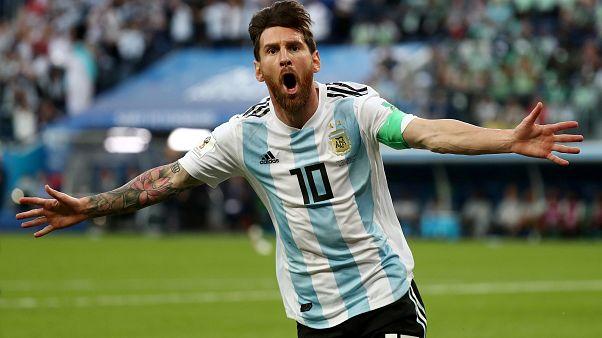 Ο Λιονέλ Μέσι πανηγυρίζει την πρόκριση της Αργεντινής στη φάση των «16»