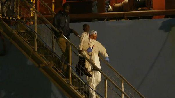 """Lösungen für hunderte Migranten an Bord von """"Lifeline"""" und """"Alexander Maersk"""" angepeilt"""
