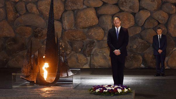 Φόρος τιμής του Βρετανού πρίγκιπα Ουίλιαμ στα θύματα του Ολοκαυτώματος