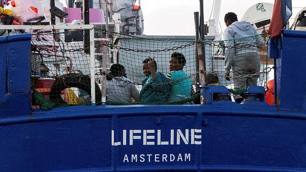 ΕΕ: Κόντρα Σαλβίνι - Μακρόν για τις διασώσεις μεταναστών