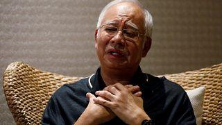 Malezya eski başbakanın evine baskın, 22 memur 3 gün para saydı