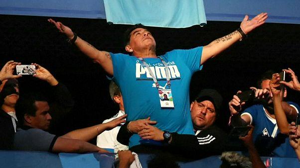 Maradona, atendido por una subida de tensión durante el Argentina-Nigeria