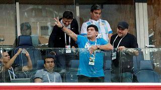 مارادونا خلال مواجهة الأرجنتين ونيجيريا
