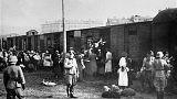 إرسال اليهود البولنديين إلى المعتقلات بالقطارات