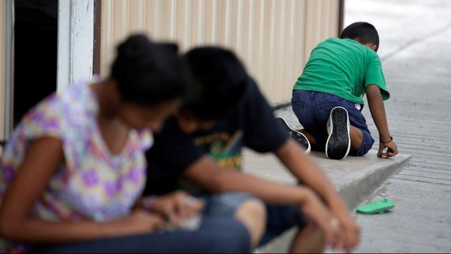 دستور قاضی آمریکایی: کودکان مهاجر نزد خانواده های خود نگهداری شوند