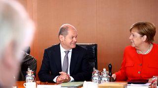 Merkel koalisyon hükümetini kurtarmak için AB zirvesine bel bağladı