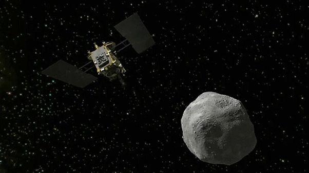 A Hajabusza2 űrszonda a Ryugu aszteroida közelében egy grafikán
