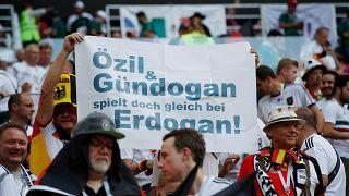Mesut Özil ve İlkay Gündoğan'ın Erdoğan'la fotoğrafı sıkıntı yaratmıştı.