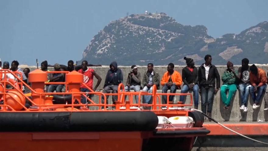 إنقاذ مئات المهاجرين من الغرق في عرض الساحل الإسباني