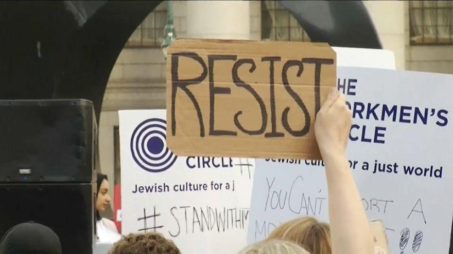 """Proteste a New York contro il """"Muslim Ban"""" di Trump"""