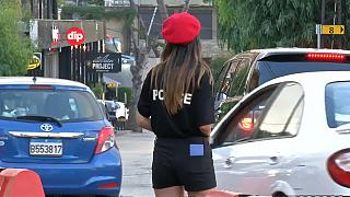 شرطيات الشورت يثرن جدلا واسعا في لبنان
