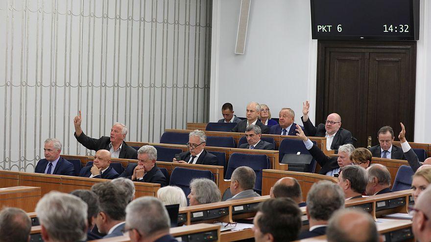 La Pologne amende une loi controversée