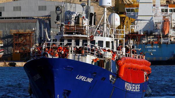 Llega a Malta el Lifeline con 230 inmigrantes tras seis días de espera