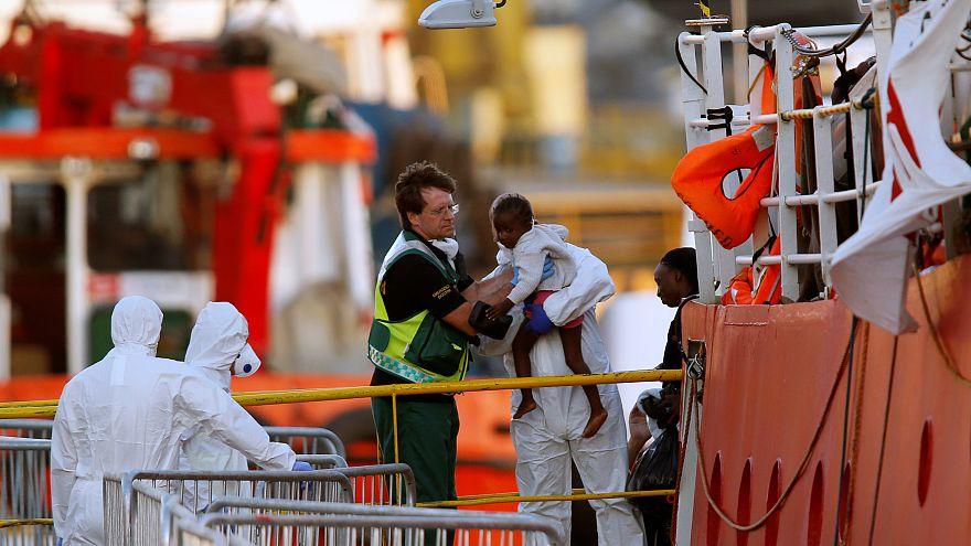 Kikötött Máltán a menekülteket szállító Lifeline nevű hajó