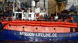 """Flüchtlingsschiff """"Lifeline"""" läuft in Hafen von Valletta ein"""