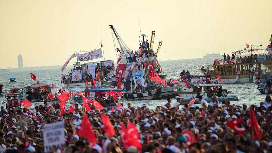 İzmir'de Cumhurbaşkanı Erdoğan'a küfrettiği iddia edilen 5 kişi tutuklandı