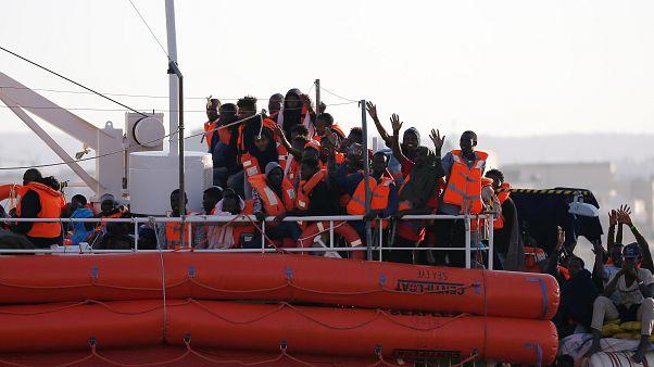 """Les migrants du """"Lifeline"""" ont accosté à Malte"""