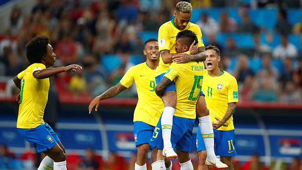 Brasilien und Schweiz erreichen WM-Achtelfinale
