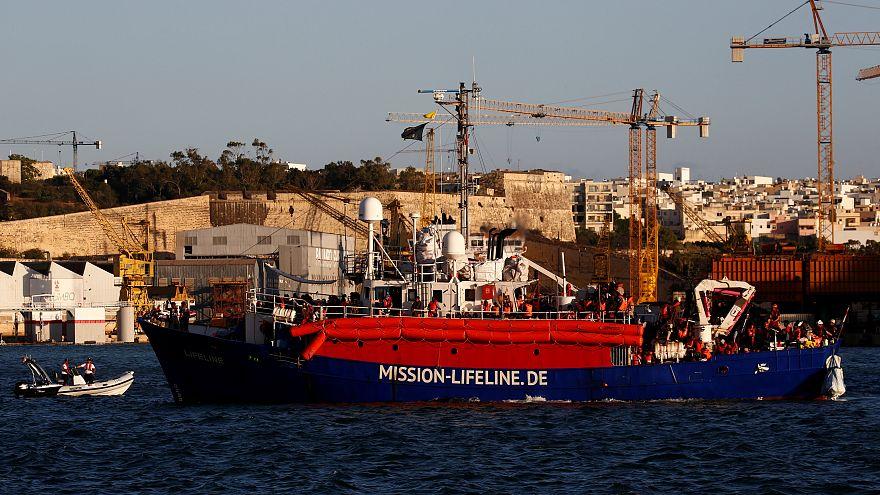 Malta sonunda mülteci gemisi Lifeline'a izin verdi