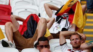 Verzweifelte Fans nach der deutschen Niederlage gegen Südkorea.
