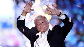 Cerveza gratis, piñatas y reguetón: La cara excéntrica de la campaña mexicana