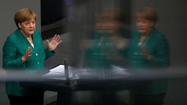 المستشارة الألمانية أنجبلا ميركل أمام البرلمان يوم الخميس