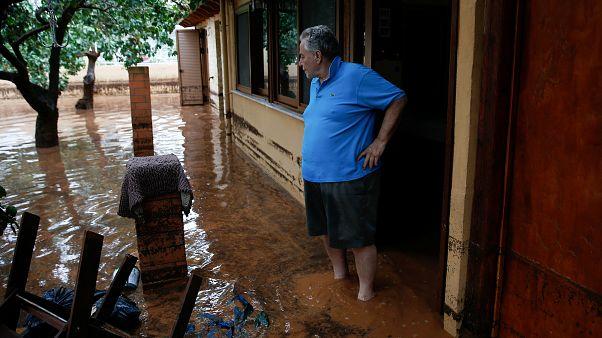 Mindent vitt az árvíz egy Athén melletti településen